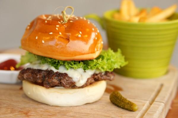 Grub-Bishan-Park-Mervyn-Phan-Cookyn-Inc-Grub-Cheeseburger-600x399